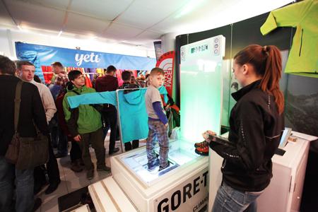 Kiermasz odzieży i sprzętu outdoorowego na 10. KFG – stoisko firmy Gore  (fot. Adam Kokot/KFG)
