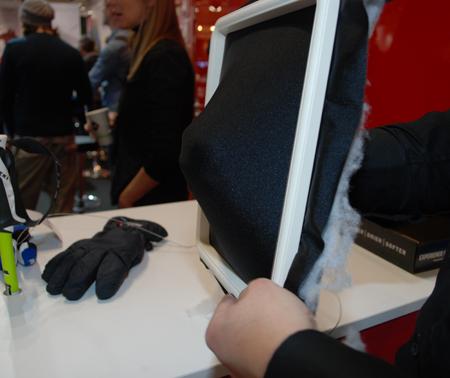 PrimaLoft® 4Flex Technology - pokaz elastyczności materiału podczas targów ISPO MUNICH 2013