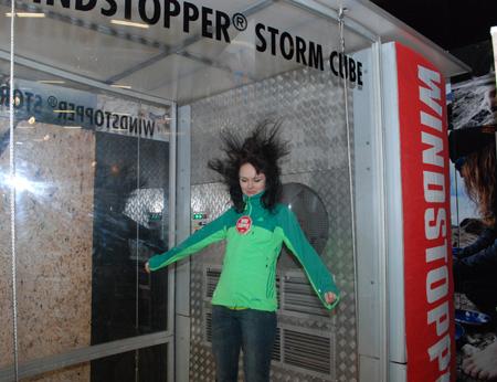 Targi Kielce Sport-Zima 2013 - testy Gore-Tex Windstopper na stoisku marki adidas (fot. 4outdoor)