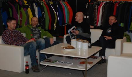 Targi Kielce Sport-Zima 2013 - na stoisku Feel Free, drugi od lewej: Konrad Paluszewski (fot. 4outdoor)