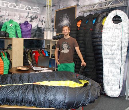 Stoisko marki Pajak na targach OutDoor 2013 - z prawej strony śpiwór R1Z w nowej odsłonie (fot. 4outdoor)