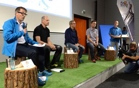 Od lewe: Rolf Schmid, Präsident EOG & CEO Mammut Sports Group, Richard Cotter, CEO Snow + Rock, Michael Rupp, CEO Jack Wolfskin, Stefan Reisinger, Project Manager OutDoor i Bernd-Uwe Gutknecht, moderator