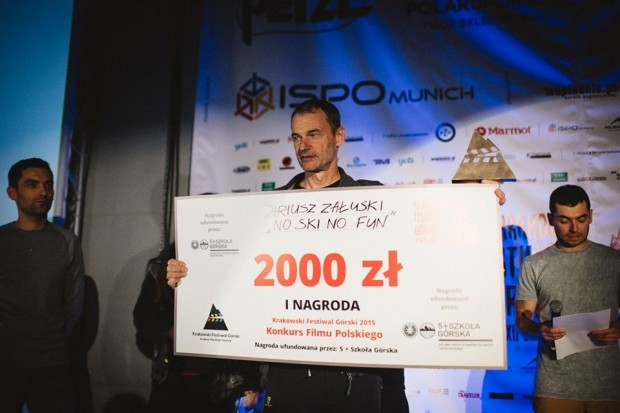 """Dariusz Załuski z filmem """"No ski no fun"""" laureatem I Nagrody Konkursu Filmu Polskiego (fot. Adam Kokot)"""