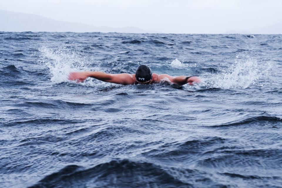 Rafał Ziobro przepłynął delfinem na Przylądek Horn w ekstremalnych warunkach